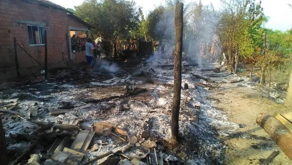 ANANÁS: morador perde tudo durante incêndio em sua casa