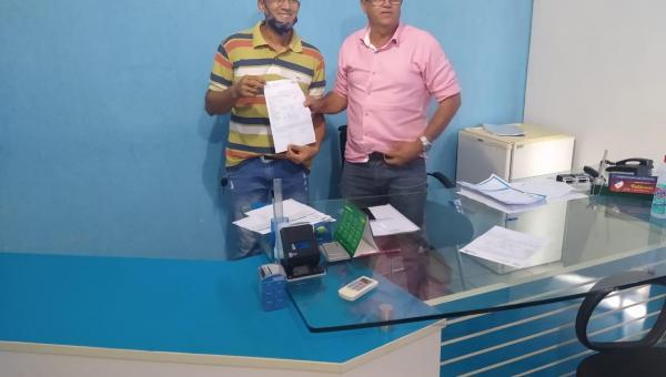 ANANÁS: Prefeito Valdemar empossa novo auditor de controle interno