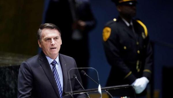 Bolsonaro ataca mídia mundial e cita