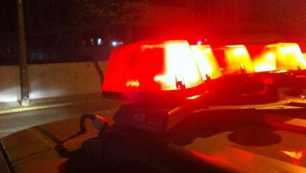 Briga em bar termina com homem gravemente esfaqueado; autor foi preso