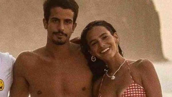FAMOSOS: Bruna Marquezine e Enzo Celulari aparecem juntinhos em foto de amigo