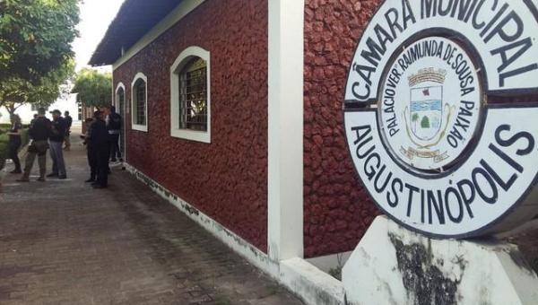 Câmara de Augustinópolis cassa mandatos de 10 dos 11