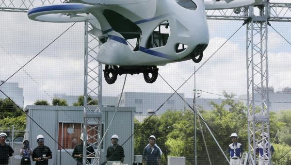Carro voador japonês faz voo de um minuto em teste