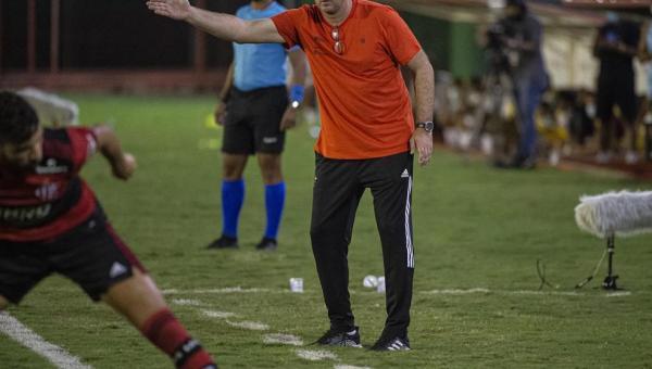 Análise: empate do Flamengo eleva tom nas cobranças; volta de Pedro é boa notícia contra o Vélez