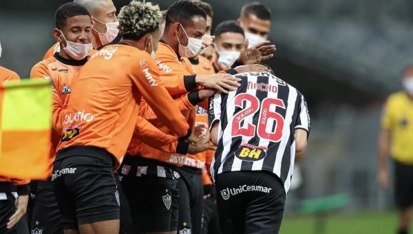 Atlético-MG tem noite de superações e constrói vitória de brilho técnico no sistema ofensivo