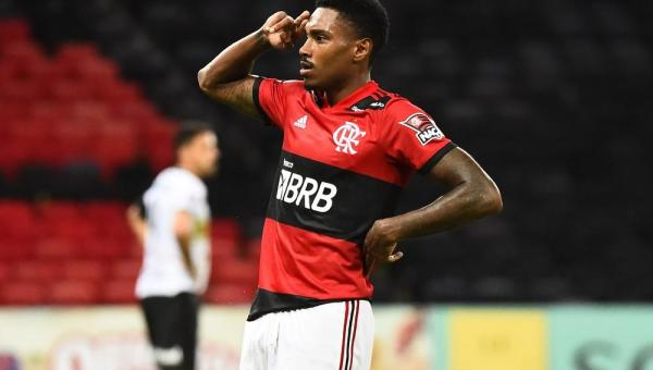"""Autor do gol que garantiu Taça Guanabara ao Flamengo no Maracanã, Vitinho comemora: """"Felicidade"""""""""""