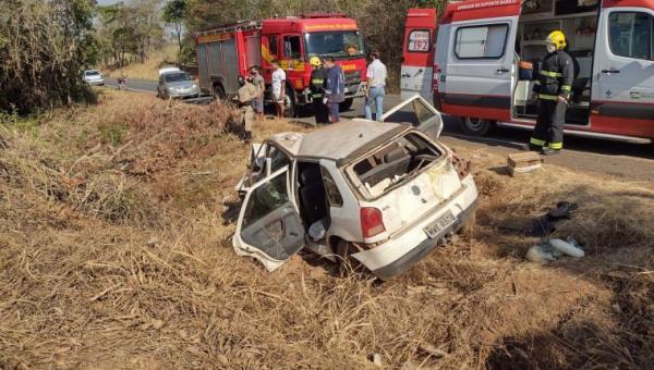 Batida frontal entre moto e carro de passeio deixa um morto e cinco feridos na TO-222
