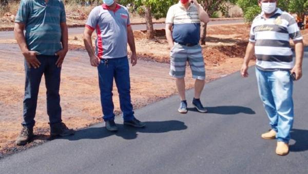Bolecho visita obras de pavimentação em Araguatins