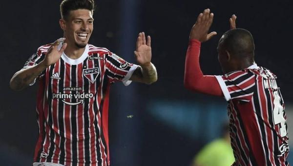 Com cabeça no lugar, São Paulo faz valer superioridade em vitória na Argentina