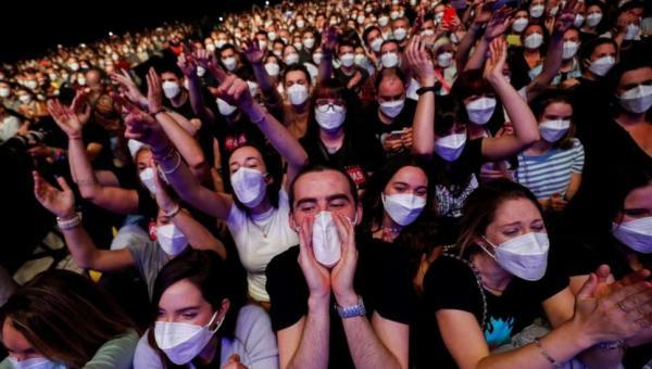 Como só 6 se infectaram com covid-19 em show com 5 mil pessoas em Barcelona?