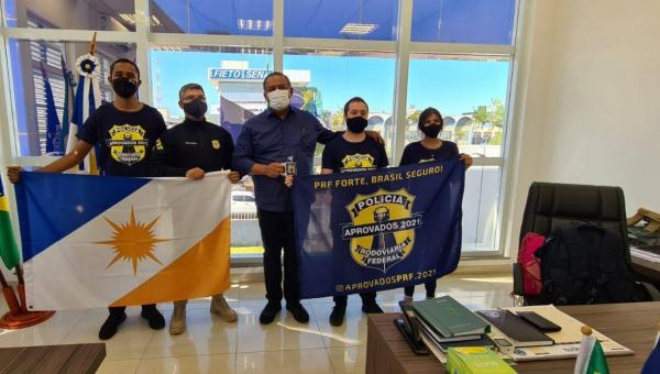 Eduardo Gomes entrega viaturas blindadas para PRF no Tocantins