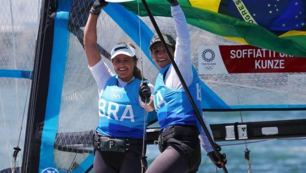 ESPORTE: Brasil conquista a medalha de ouro na vela com Martine Grael e Kahena Kunze