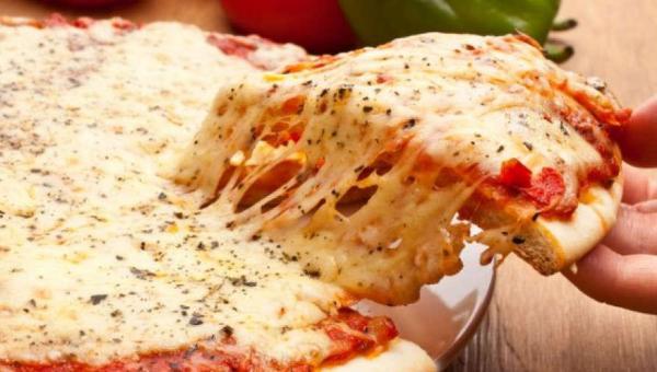Faça sua pizza de liquidificador em casa