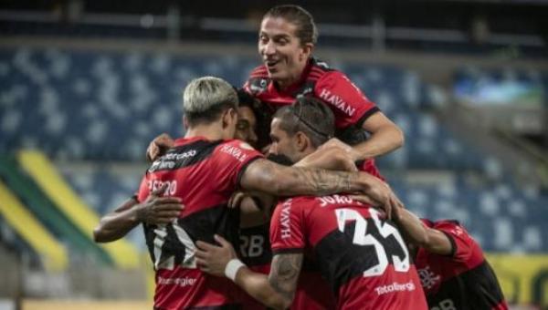 Flamengo oscila, mas vence duelo inédito contra o Cuiabá e salta na tabela do Brasileirão