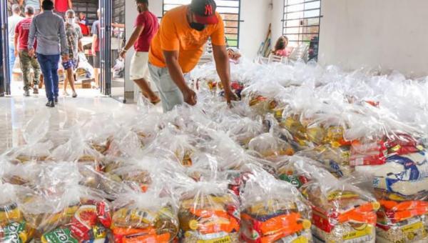 Governo do Tocantins entrega cestas básicas em 44 cidades tocantinenses
