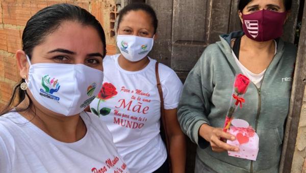 Mães recebem homenagens e lembranças em casa pela Prefeitura de Cachoeirinha
