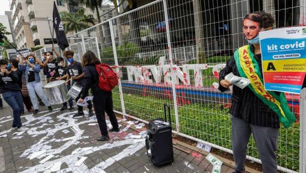 Manifestantes fazem ato em São Paulo contra Prevent Senior e governo Bolsonaro