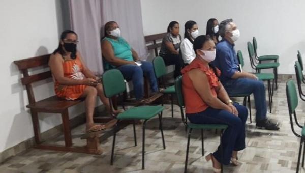MELHORIA SALARIAL: Prefeito Cleofan e Secretário Municipal de Educação Helioclézio participam de reunião na Câmara de Angico
