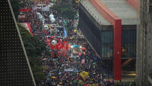 Oposição discute ampliar atos contra Bolsonaro e impulsionar 'superpedido' de impeachment