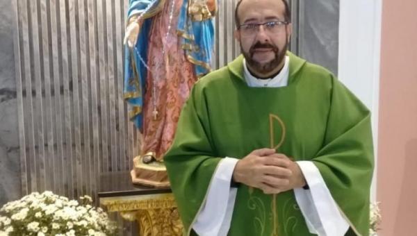 Padre suspeito de dopar e estuprar jovem é preso em Goiás