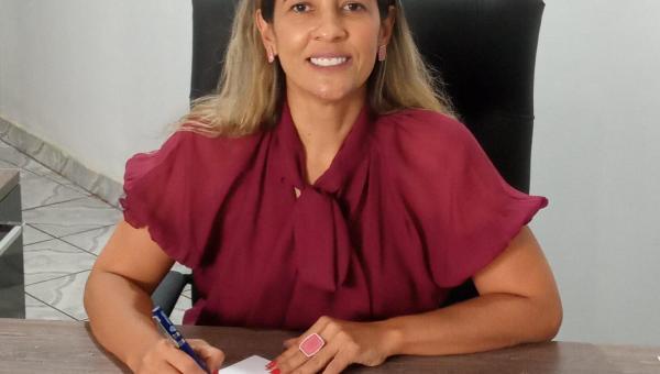 Prefeita Patrícia Evelin assina decreto que flexibiliza funcionamento de bares em Xambioá