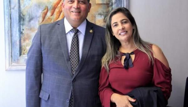 Prefeita Patrícia Evelin parabeniza Senador Eduardo Gomes pela passagem do seu aniversário