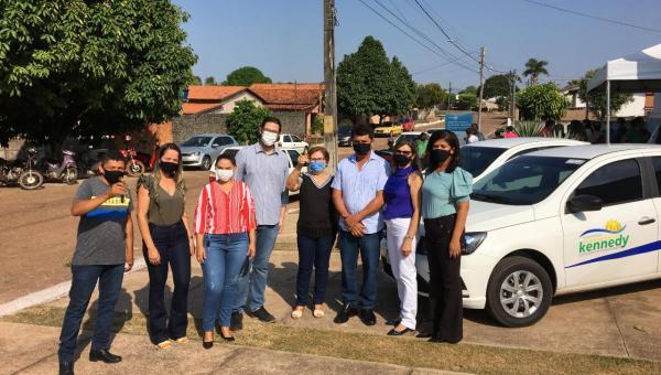 Prefeito Batista Cavalcante entrega veículos para comunidade em Presidente Kennedy