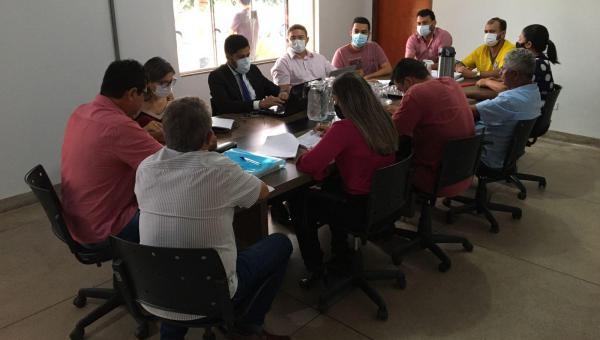 Prefeito Batista Cavalcante se reúne com vereadores para discutirem projetos em Presidente Kennedy
