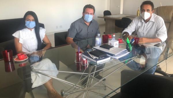 Prefeito Djalma Júnior se reúne com Deputado Carlos Gaguim em Palmas
