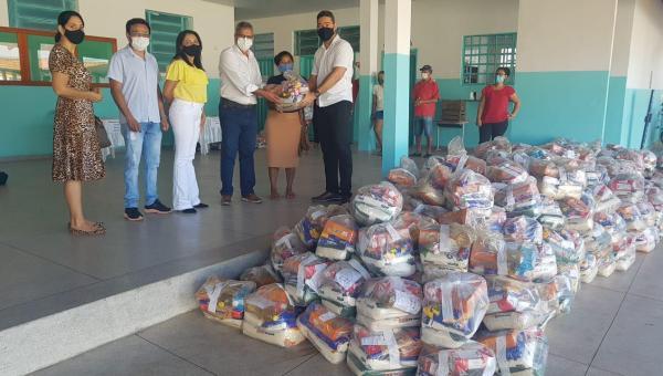 Prefeitura de Ananás, através da secretaria de educação, entrega mais de 1200 kits de alimentação para todos os alunos da rede municipal de educação.