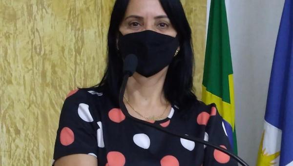 Primeira-dama e secretária da Mulher, Glória Nepomoceno, participa de reunião na Câmara Municipal de Ananás