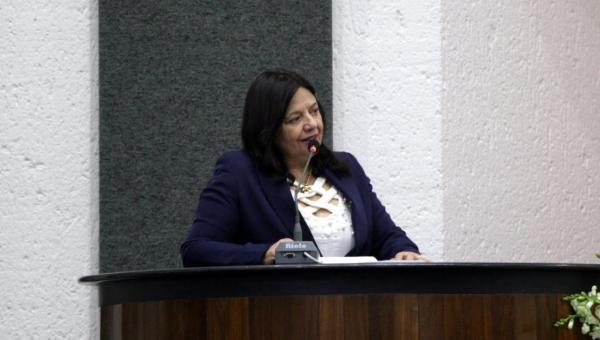 Programa Vale-Gás: Valderez parabeniza Carlesse e garante apoio a MP na Assembleia
