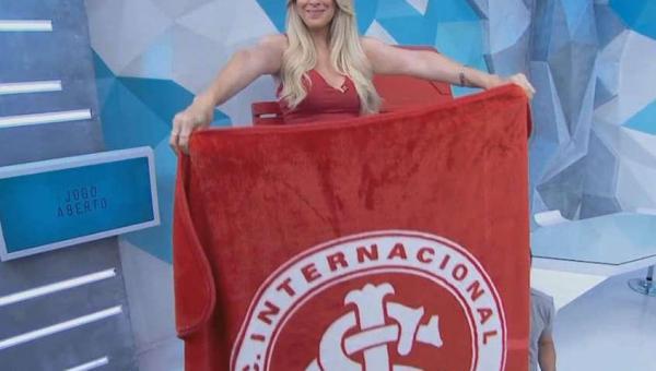 Renata Fan comemora 'baile' no Maracanã e provoca: 'Chupa mundo'