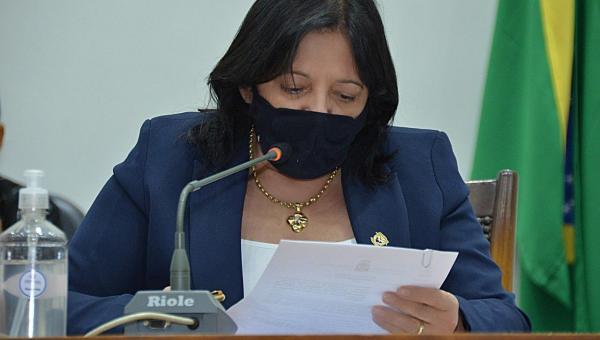 Valderez apresenta anteprojeto que propõe auxílio emergencial a portadores de sequelas da Covid-19