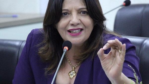 Valderez declara apoio a PL que propõe piso salarial para Enfermagem