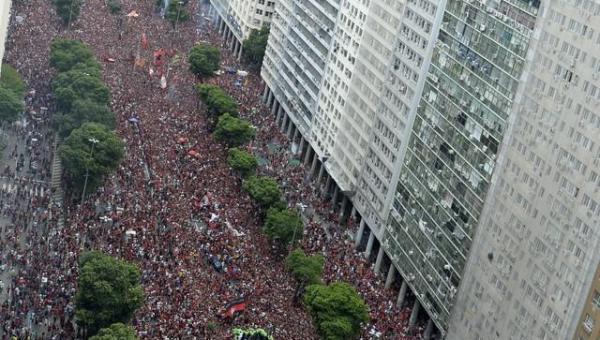 Dia histórico: veja em imagens o mar de gente que festeja o título do Flamengo da Libertadores