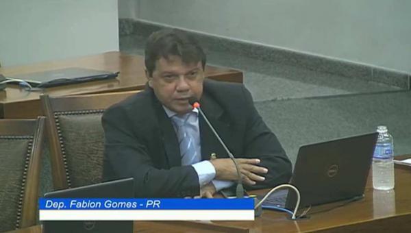 """Fabion critica ausência dos deputados nas sessões da AL: """"Cadê os deputados de Palmas?"""""""