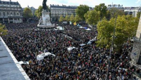 """França: Professor decapitado foi alvo de """"decreto religioso"""" islâmico"""