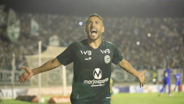 Goiás vence a terceira seguida e afunda o Cruzeiro na zona de rebaixamento