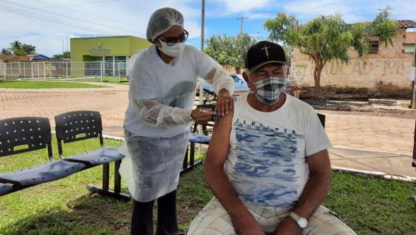 Idosos comemoram vacina contra COVID-19 em Xambioá