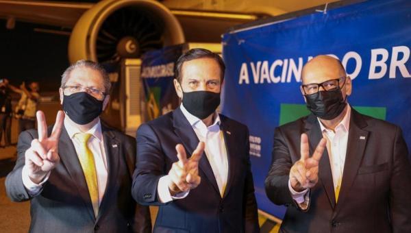 Insumos para a produção de 8,6 milhões de doses da CoronaVac chegam ao Brasil