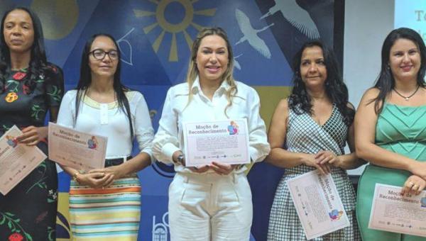 Luana Ribeiro é Homenageada Por Autoria de Leis do Parto Humanizado e Contra Violência Obstétrica