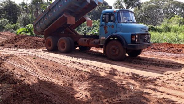 MELHORIAS NA INFRAESTRUTURA: Secretaria de Transportes, Obras e Serviços Urbanos realiza recuperação de ruas e estradas em Ananás
