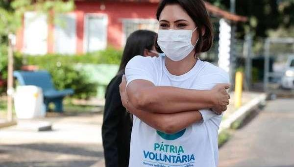Michelle Bolsonaro testa positivo para covid-19, diz governo