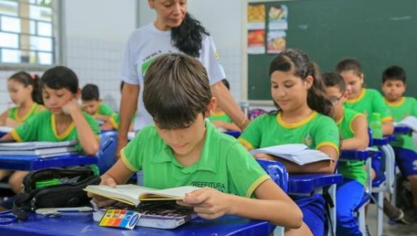 MP dispensa cumprimento dos 200 dias letivos e mantém o mínimo de 800 horas de trabalho escolar efetivo