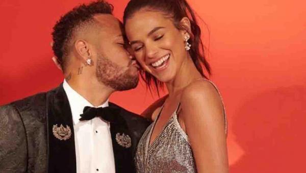 """Neymar desarquiva fotos com Marquezine e fãs piram: """"Brumar ta vivo"""""""