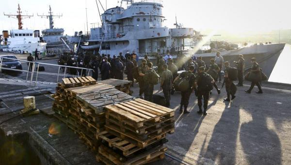 Navios da Marinha atracam no Pará para atender população ribeirinha