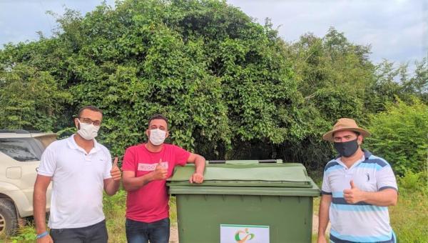 Pela primeira vez, Povoado Mutamba adquire dois containers destinados à coleta seletiva de lixo
