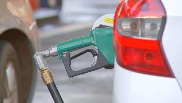 Preço da gasolina bate recorde e atinge R$ 5,85 o litro; maior valor da história