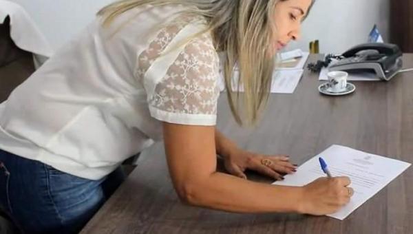 Prefeita Patrícia Evelin assina decreto com novas medidas contra o COVID-19